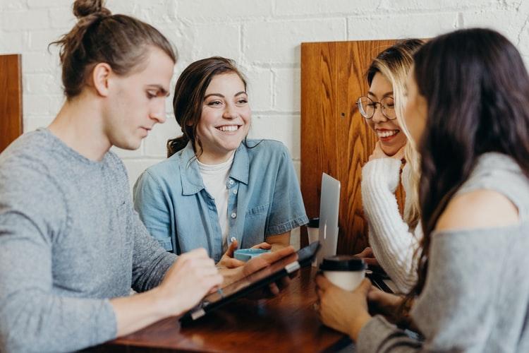 25 frases para compartir tu punto de vista en una conversación